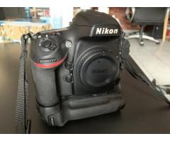 Nikon D800E + MB-D12 + CF 16Go + SD 16 Go + seconde batterie